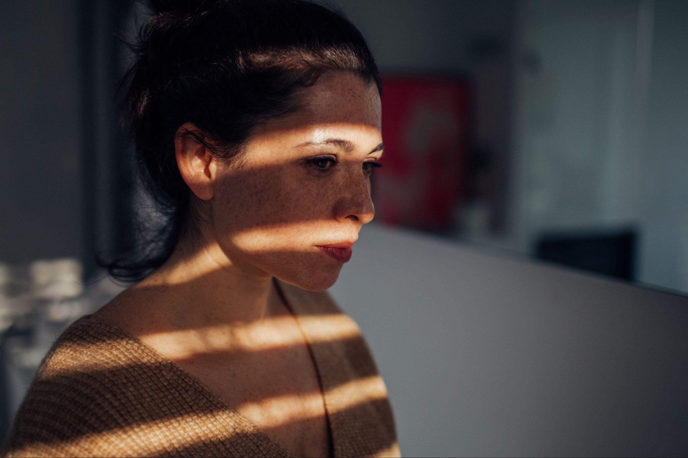 Seis sinais de que poderá estar a sofrer de depressão. Cuide-se