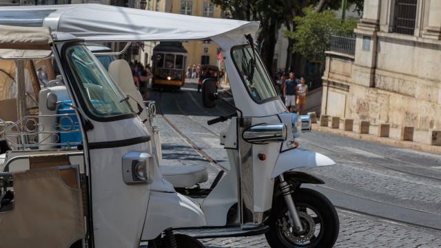 Motorista de tuk-tuk esfaqueia funcionário de hotel de CR7