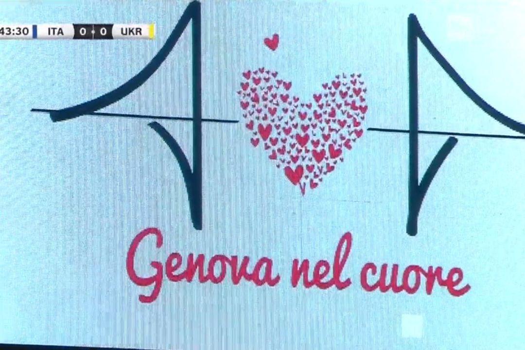 No coração de Génova: Jogadores de Itália pararam de jogar e fizeram isto