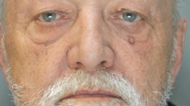 """""""O meu pai obrigava-me a ver pornografia enquanto me violava"""""""