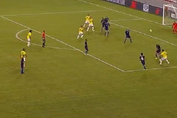 O incrível golo de James Rodríguez no triunfo da Colômbia diante dos EUA