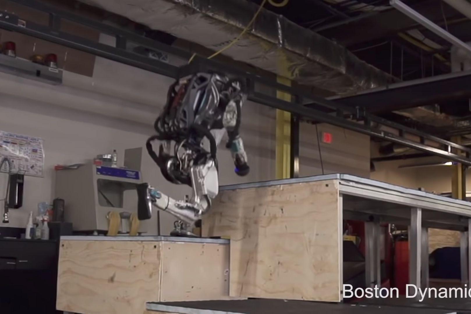 Robot da Boston Dynamics já é capaz de fazer 'parkour'