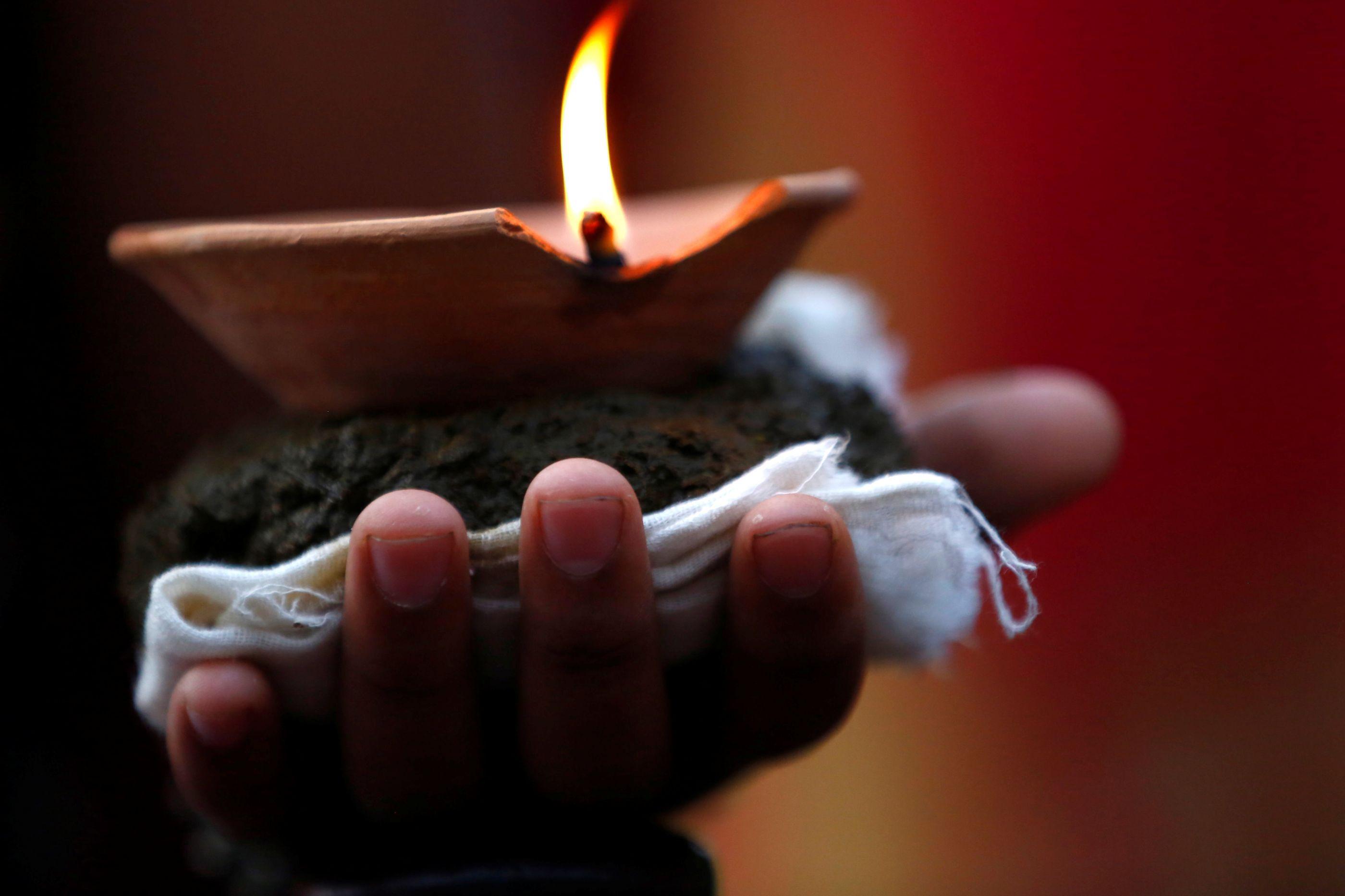 Ativistas lutam contra sacrifício animal em festival religioso do Nepal