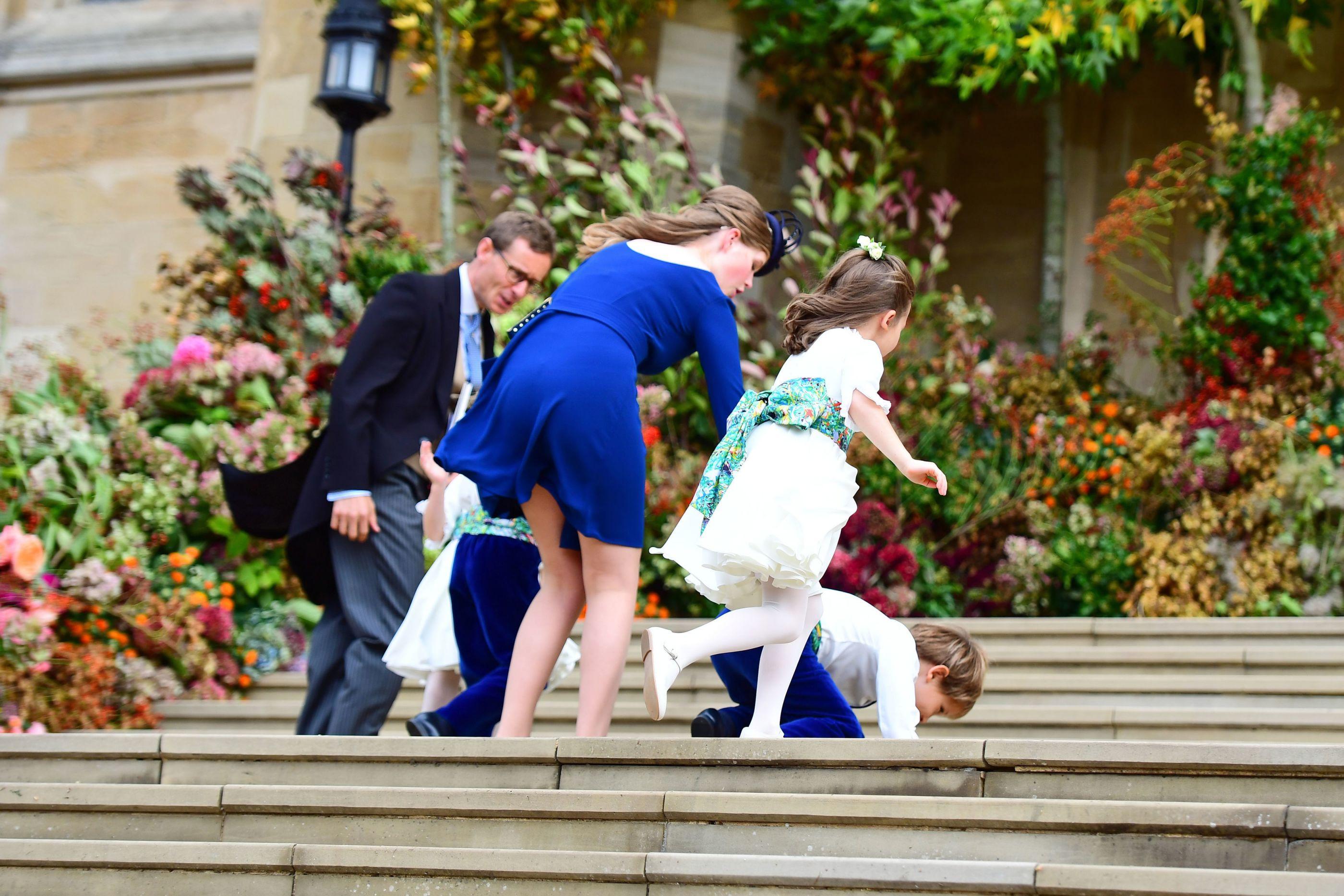 'Calamidade na escadaria': As quedas das crianças no casamento real