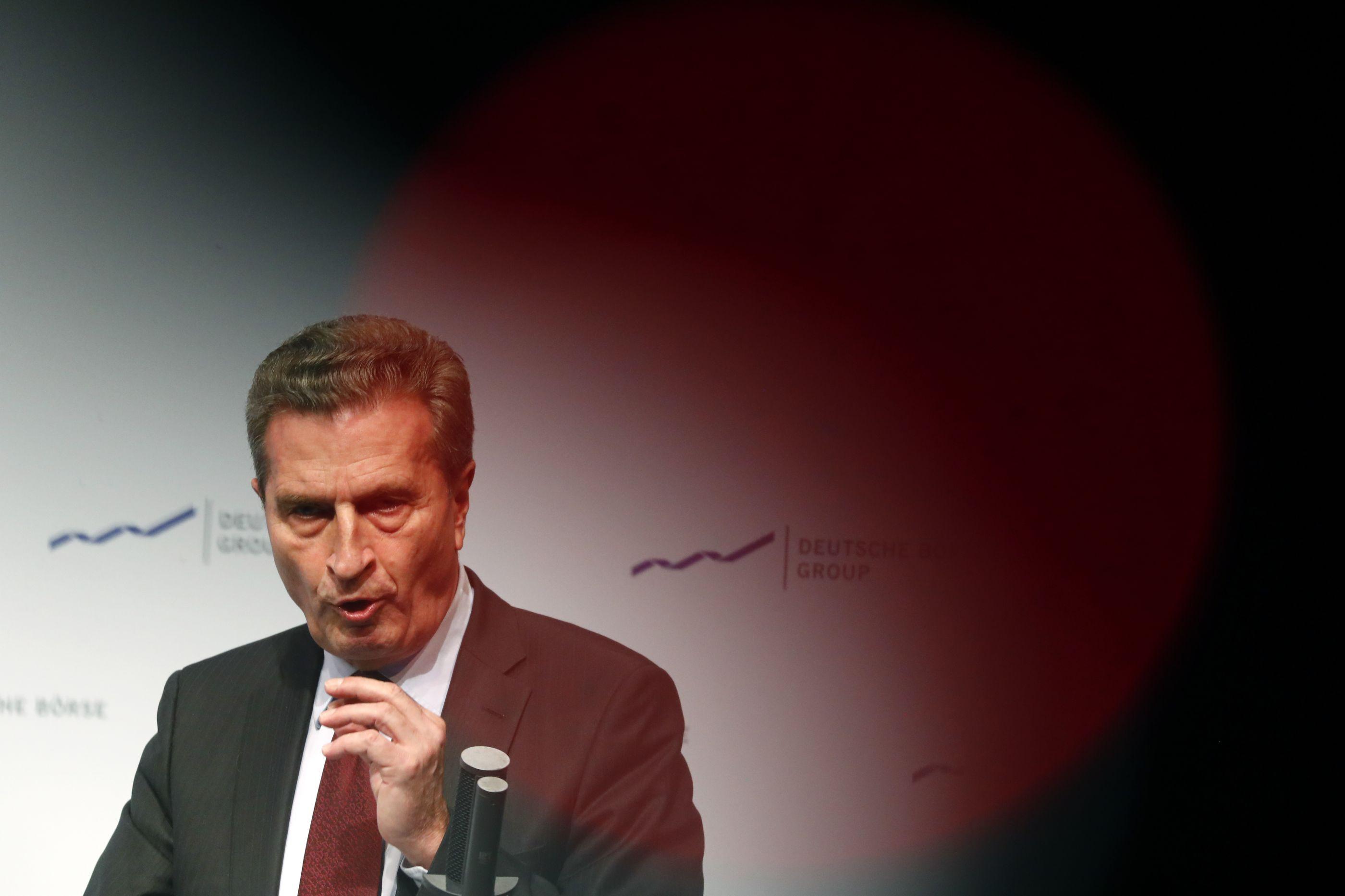 Brexit: Comissário Oettinger vê abertura para haver acordo na cimeira
