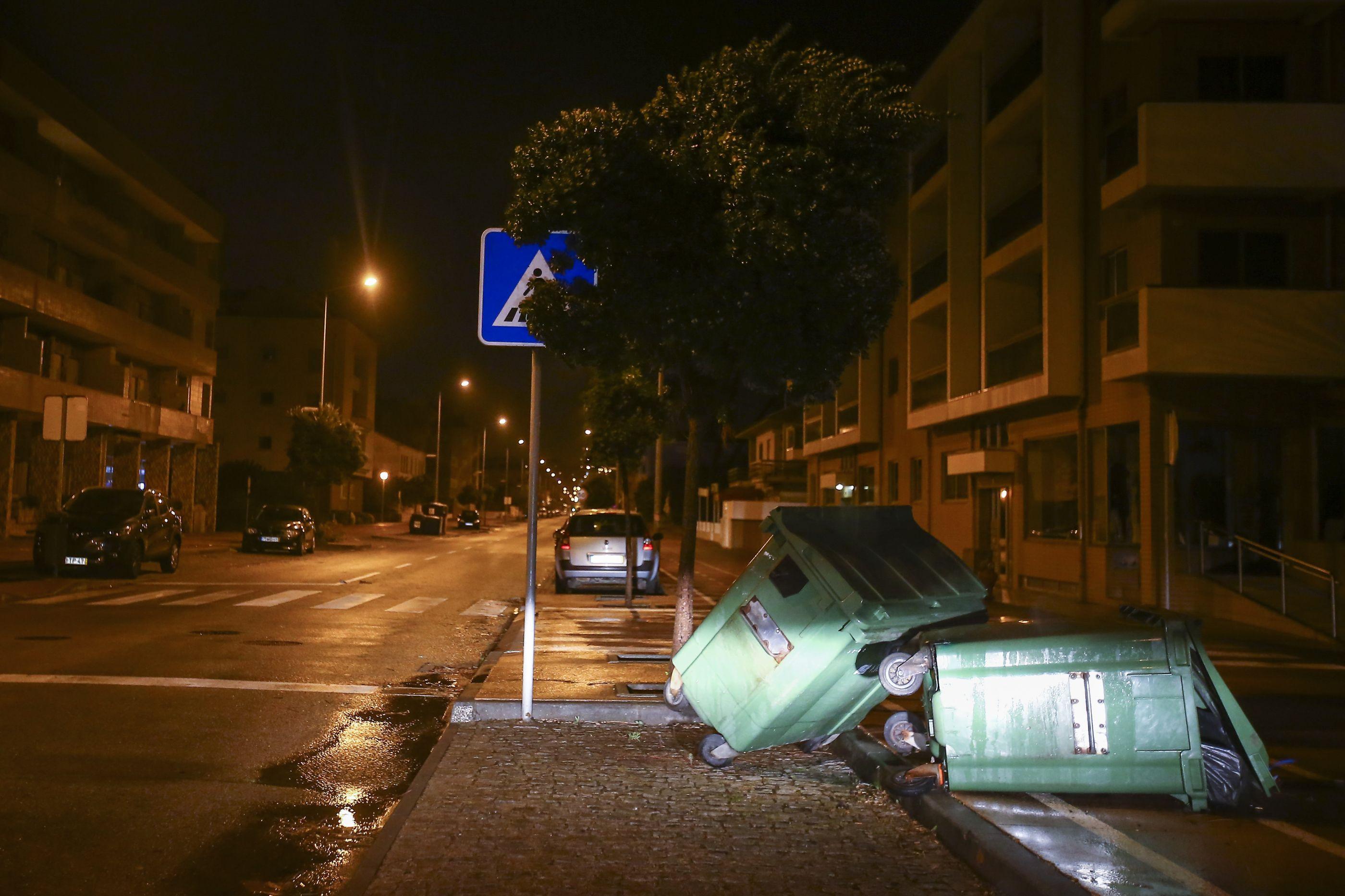 """Proteção Civil dá conta de que """"os maiores perigos já passaram"""""""