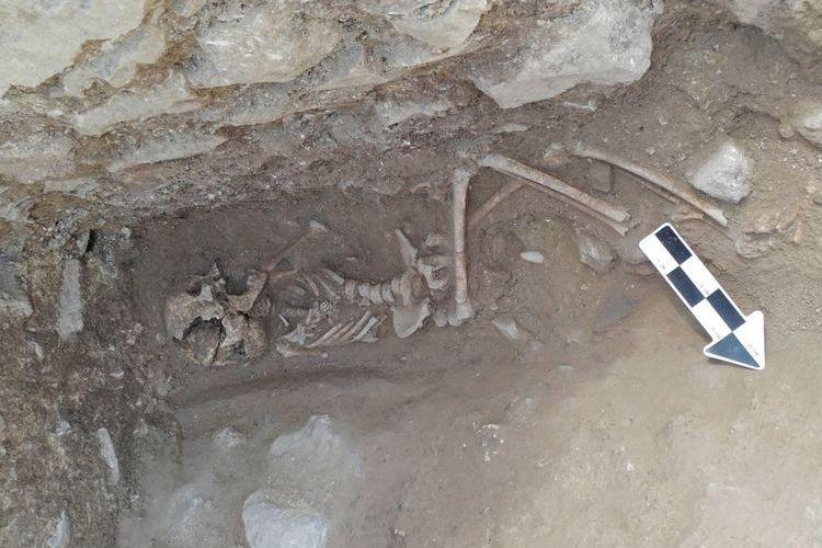 Arqueólogos descobrem criança 'vampira' enterrada em Itália