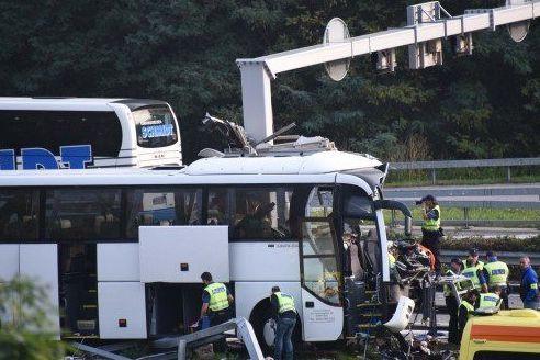 Acidente com autocarro alemão na Suiça faz pelo menos três feridos graves