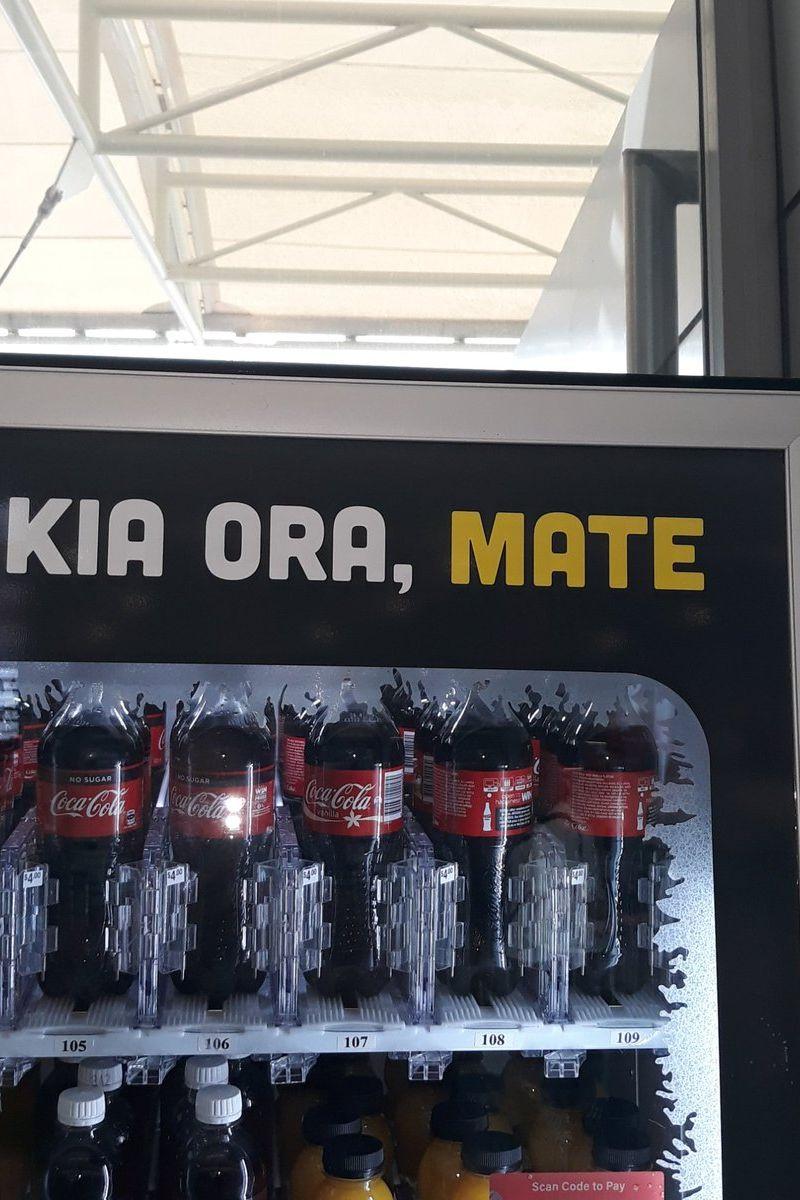 'Olá, morte', eis o que se lê numa máquina de venda de Coca-Cola