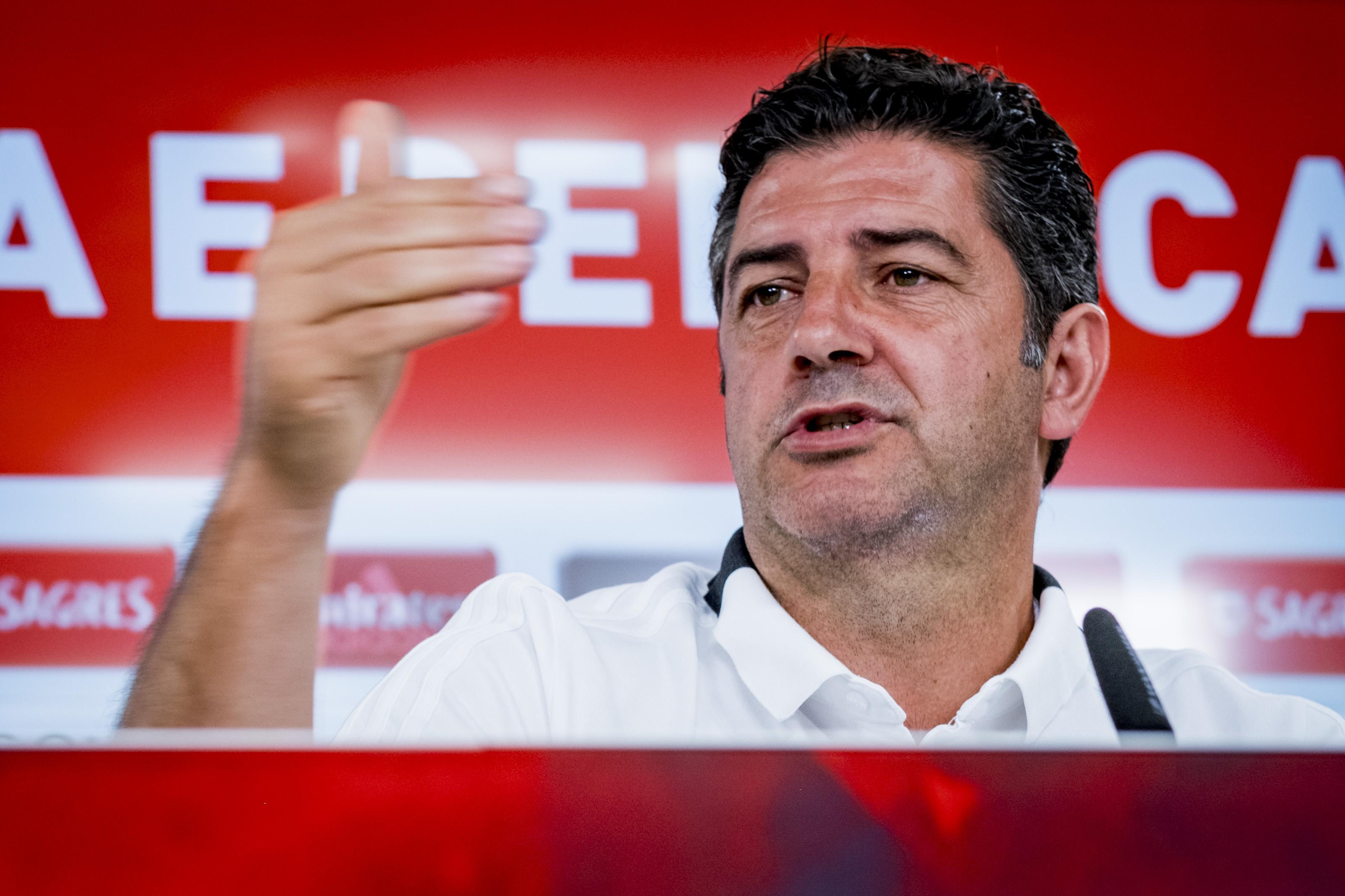 """""""Jogar em campo neutro ou noutro lado... No Benfica nem se questiona"""""""