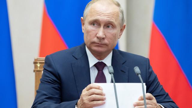 Notre-Dame: Putin disponibiliza empresas para reconstrução da catedral