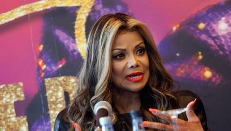 Irmã de Michael Jackson a caminho de Lisboa
