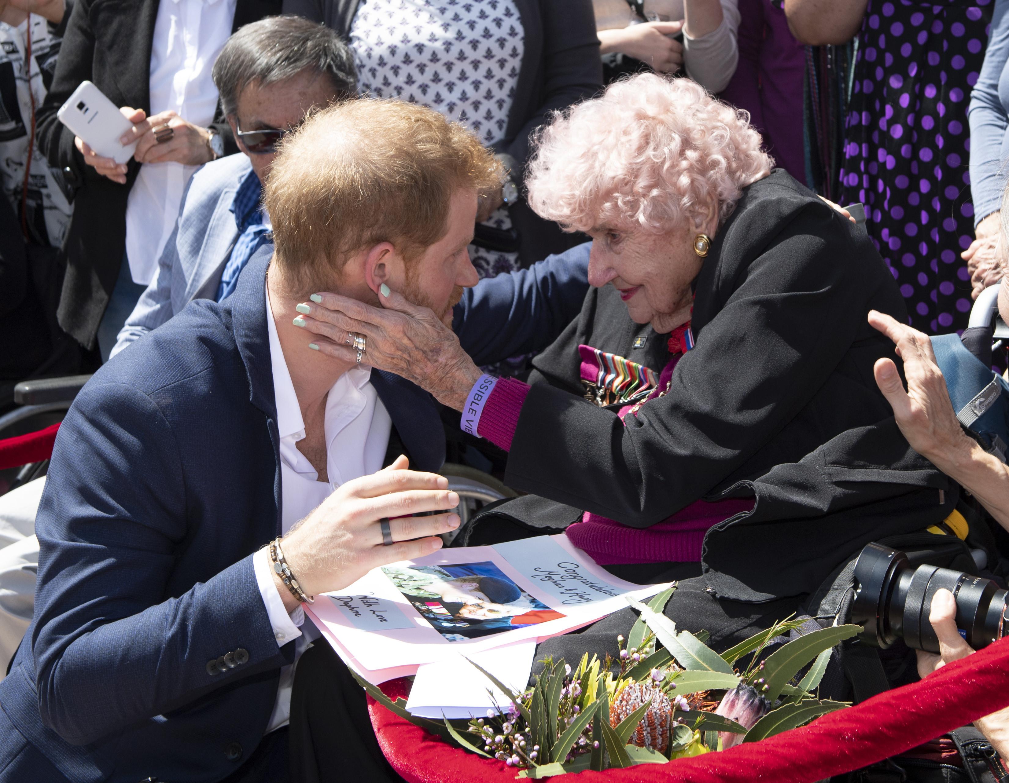 Morreu a 'fã número 1' do príncipe Harry. Daphne Dunne tinha 99 anos