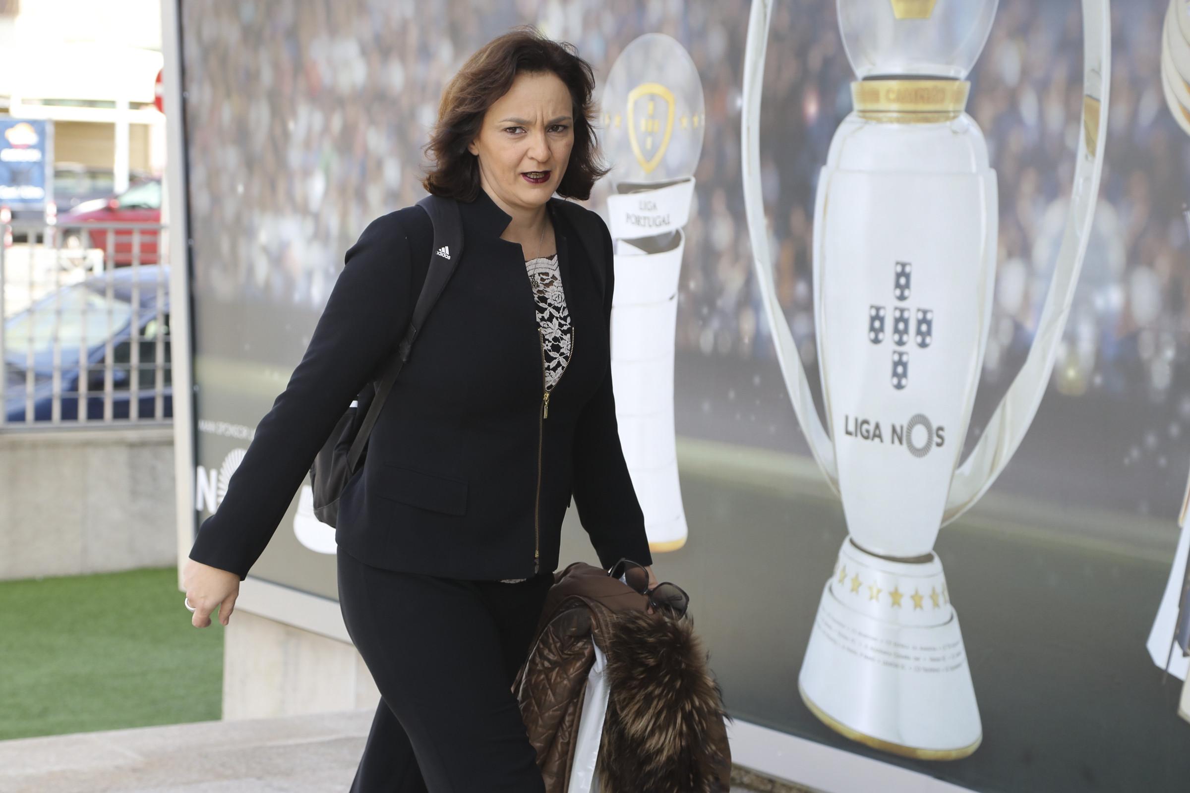 Dirigente da Liga despedida por suspeitas de divulgar contratos