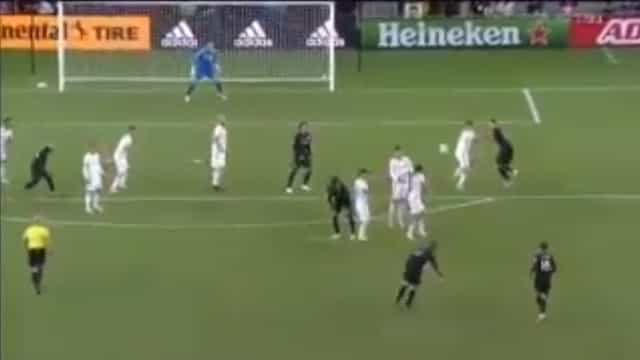 Curva 'impossível' de Rooney resulta em golo memorável