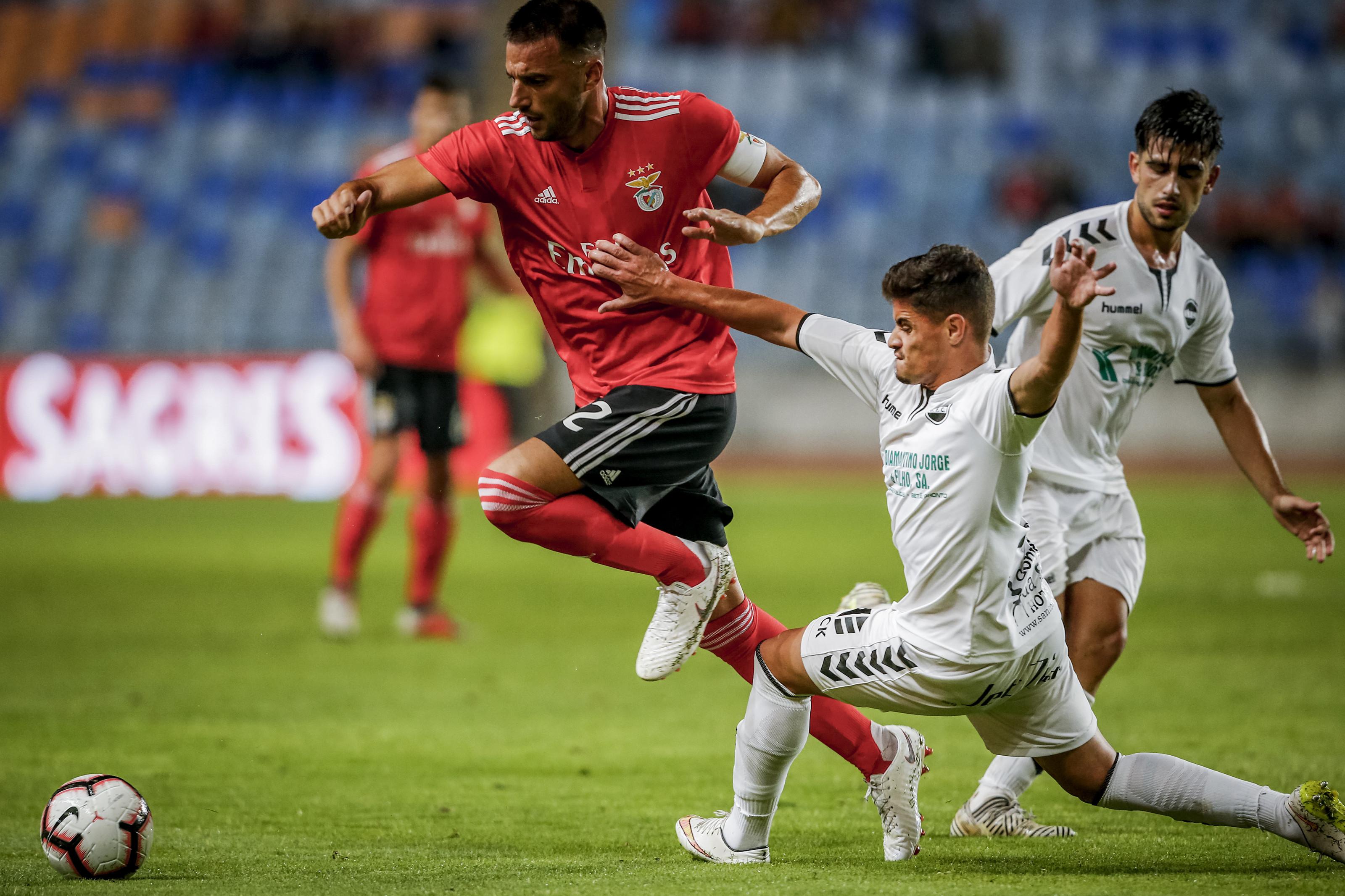 Vieira 'trava' saída de Samaris para o Newcastle e oferece renovação