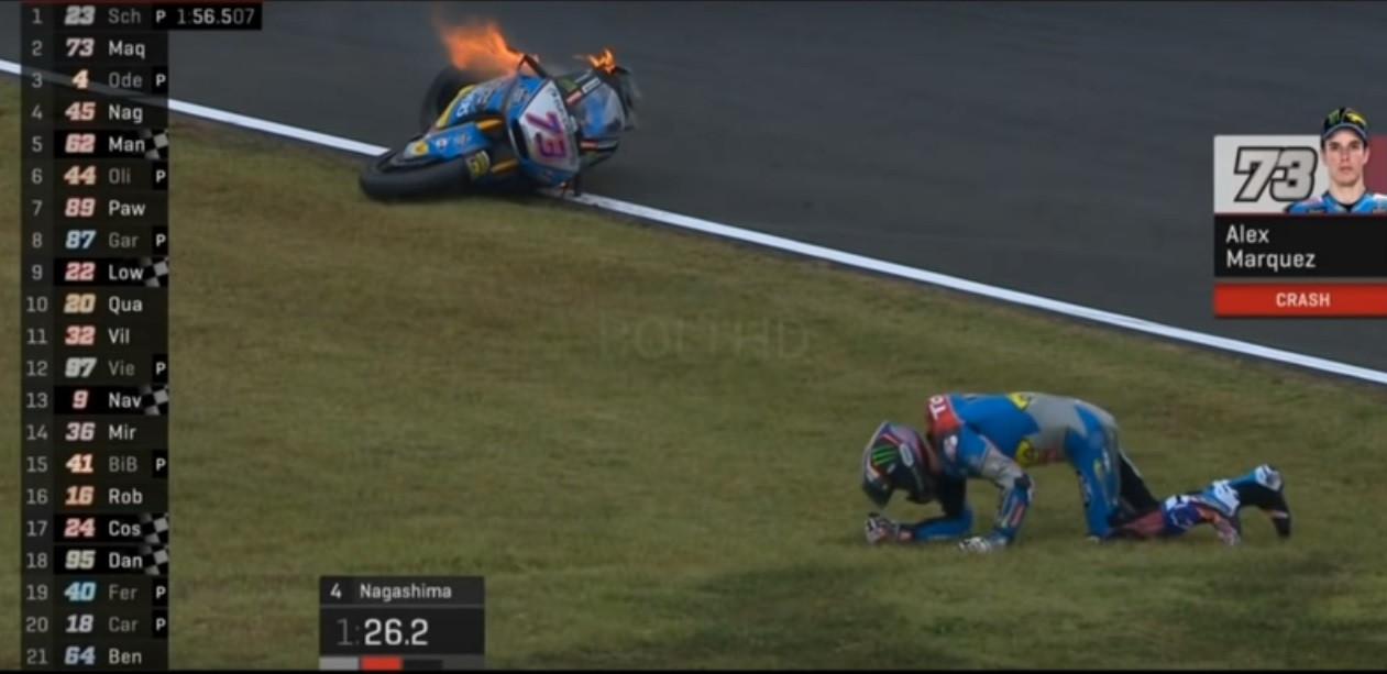 Adversário de Miguel Oliveira sofre queda brutal e deixa moto em chamas