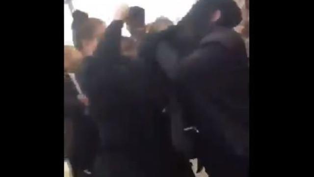 Estudante muçulmana agredida depois de lhe tirarem lenço. Eis as imagens