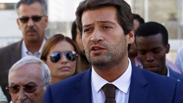 À espera de resposta do Constitucional, Ventura prepara protesto