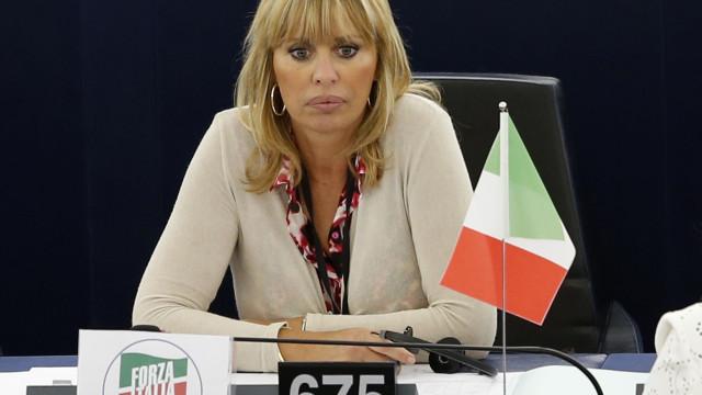 Jim Carrey desenhou o ditador Mussolini morto e a neta não gostou