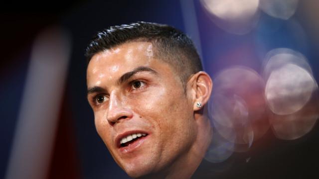 """CR7 diz 'presente' em dia de Clássico: """"Levo o Real Madrid no coração"""""""
