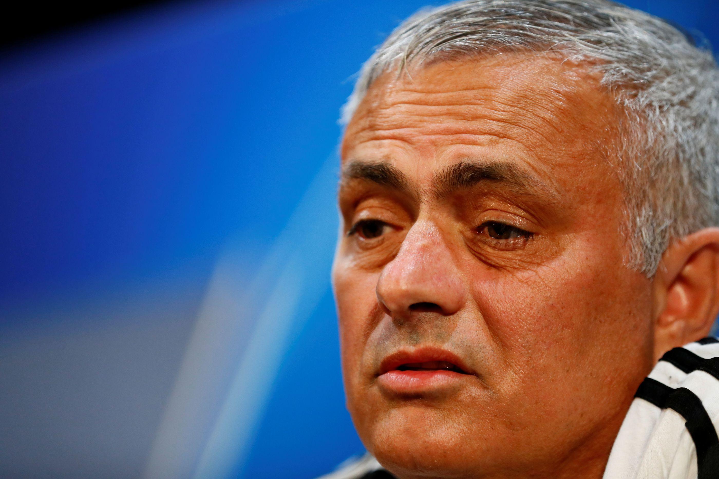 Autocarro do United ficou preso no trânsito e Mourinho... foi a pé