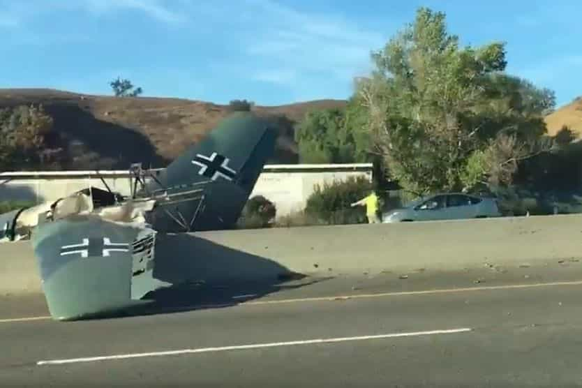 Modelo de avião nazi despenhou-se numa autoestrada da Califórnia
