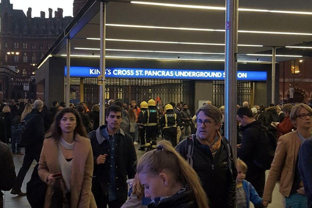 Estação de metro em Londres evacuada devido a alerta de incêndio