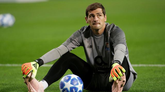 """Casillas comenta arbitragem do jogo do Sporting: """"É penálti?"""""""