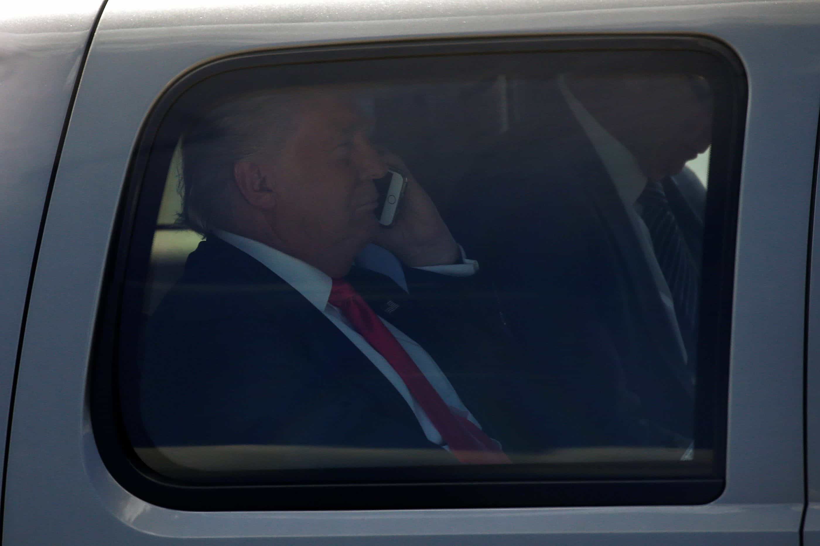 China e a Rússia têm um telemóvel pessoal de Trump sob escuta