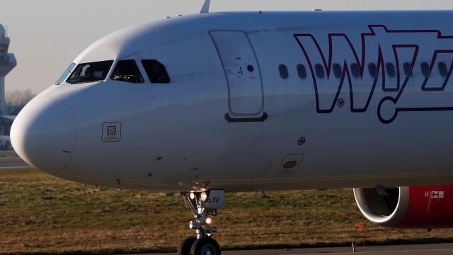 Avião aterra de emergência em Bucareste devido a ameaça de bomba