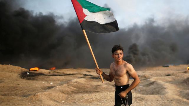 A versão palestiniana de 'A Liberdade Guiando um Povo'? Imagem já é viral