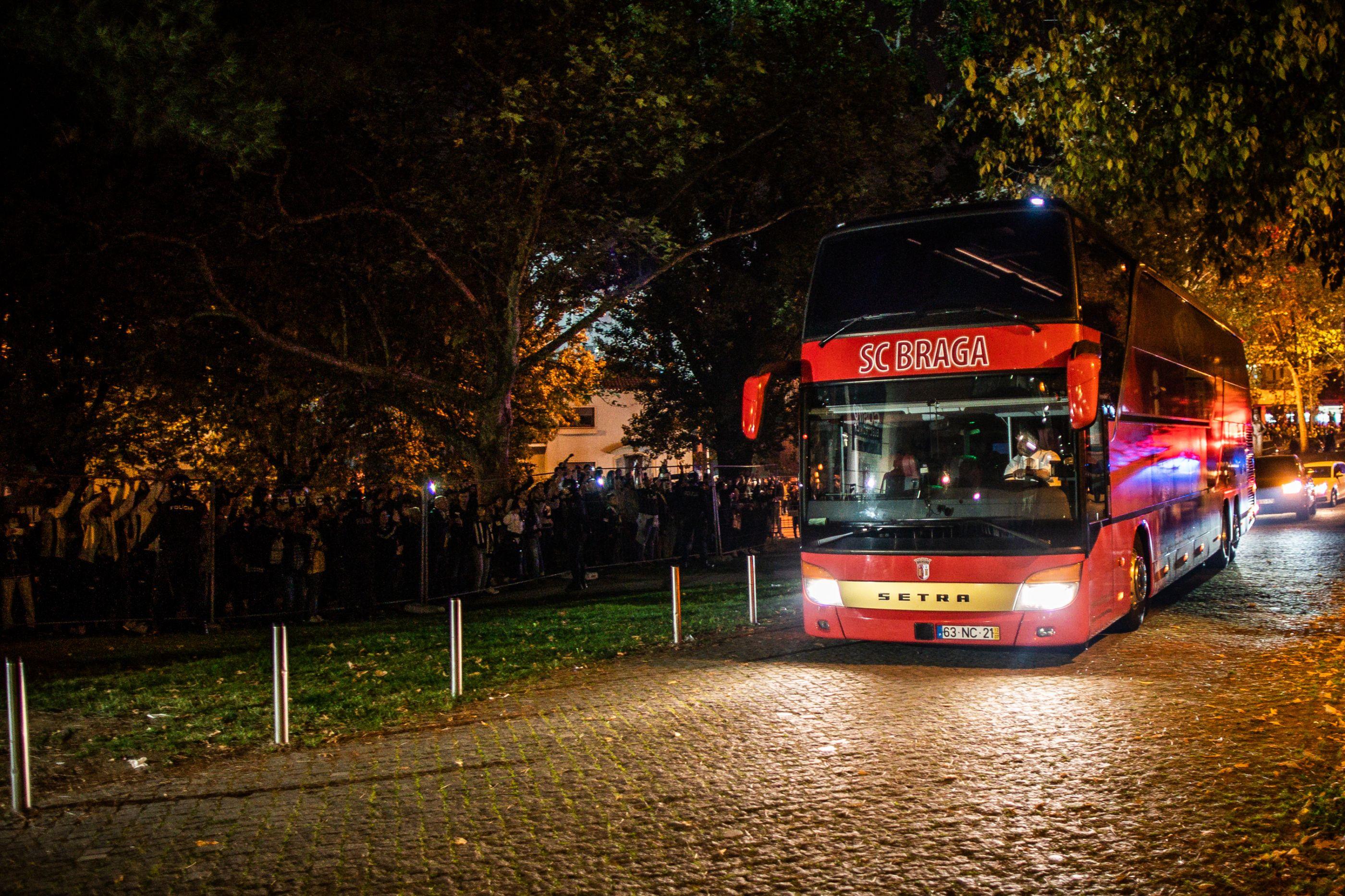 Autocarro do Sp. Braga apedrejado na chegada a Guimarães