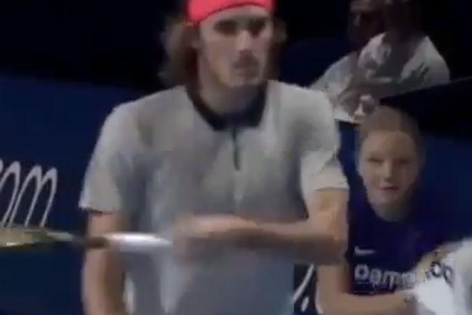 O gesto de Tsitsipas que está a deixar o mundo do ténis indignado