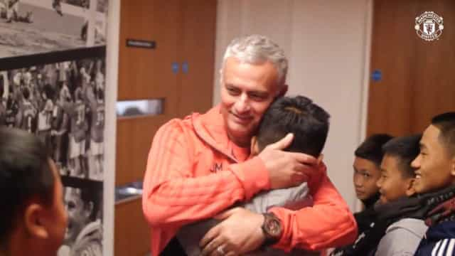 Três meses depois de serem resgatados, Wild Boars conheceram Mourinho