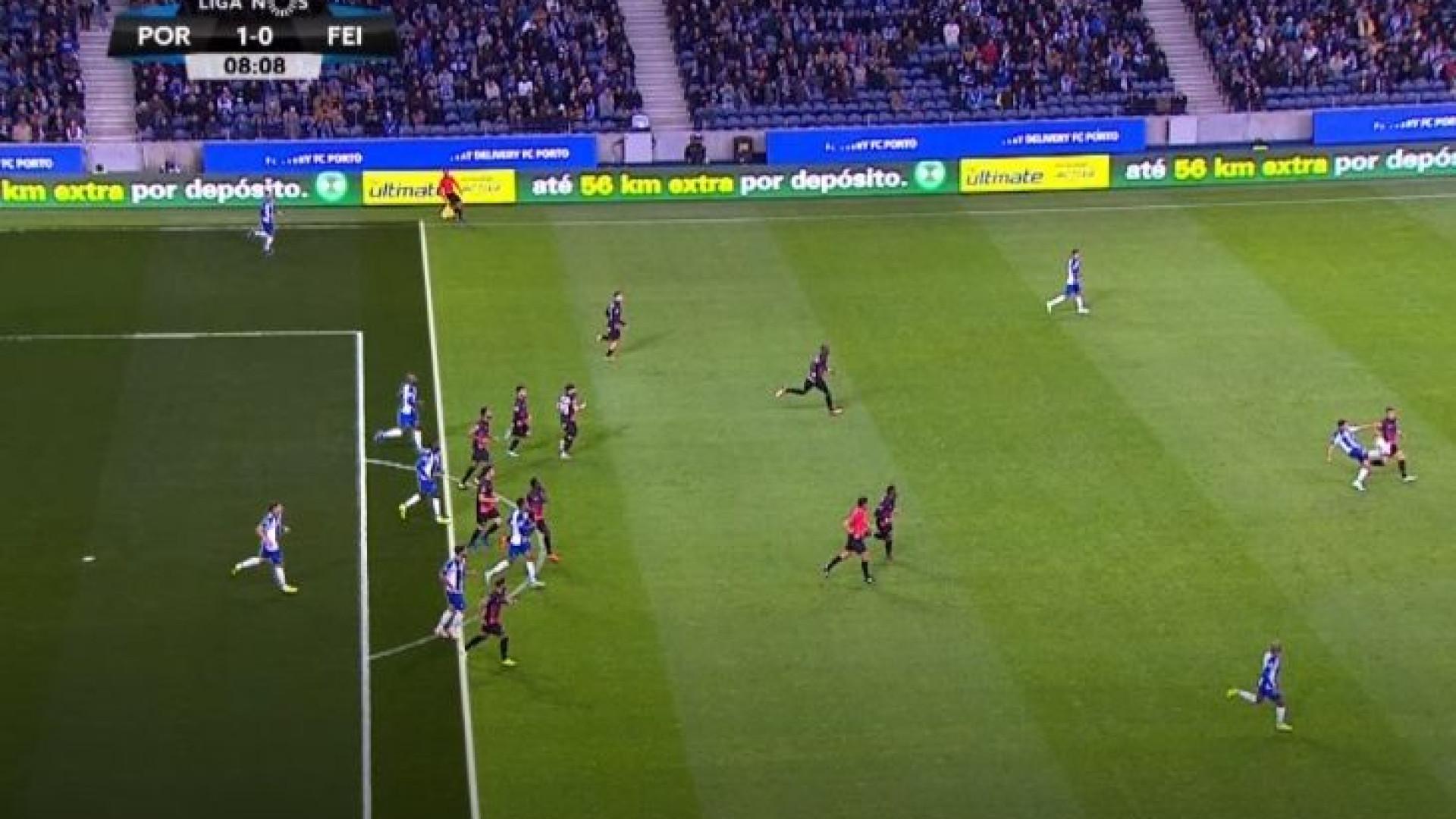 16259b6189827 VAR anula golo ao FC Porto por fora-de-jogo de Danilo