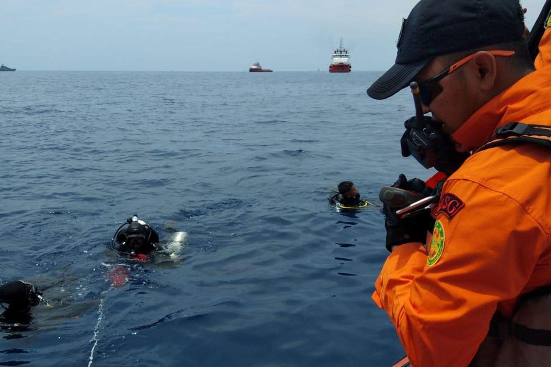 Encontrado um de 7 tripulantes de aviões que se despenharam no Japão