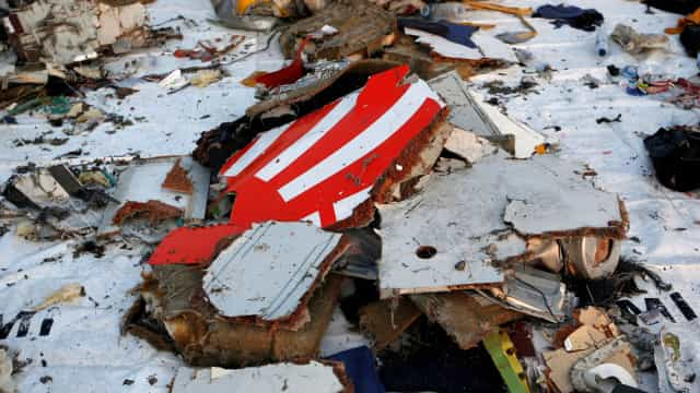 Antes de avião cair, pilotos da Lion Air procuraram por solução em manual