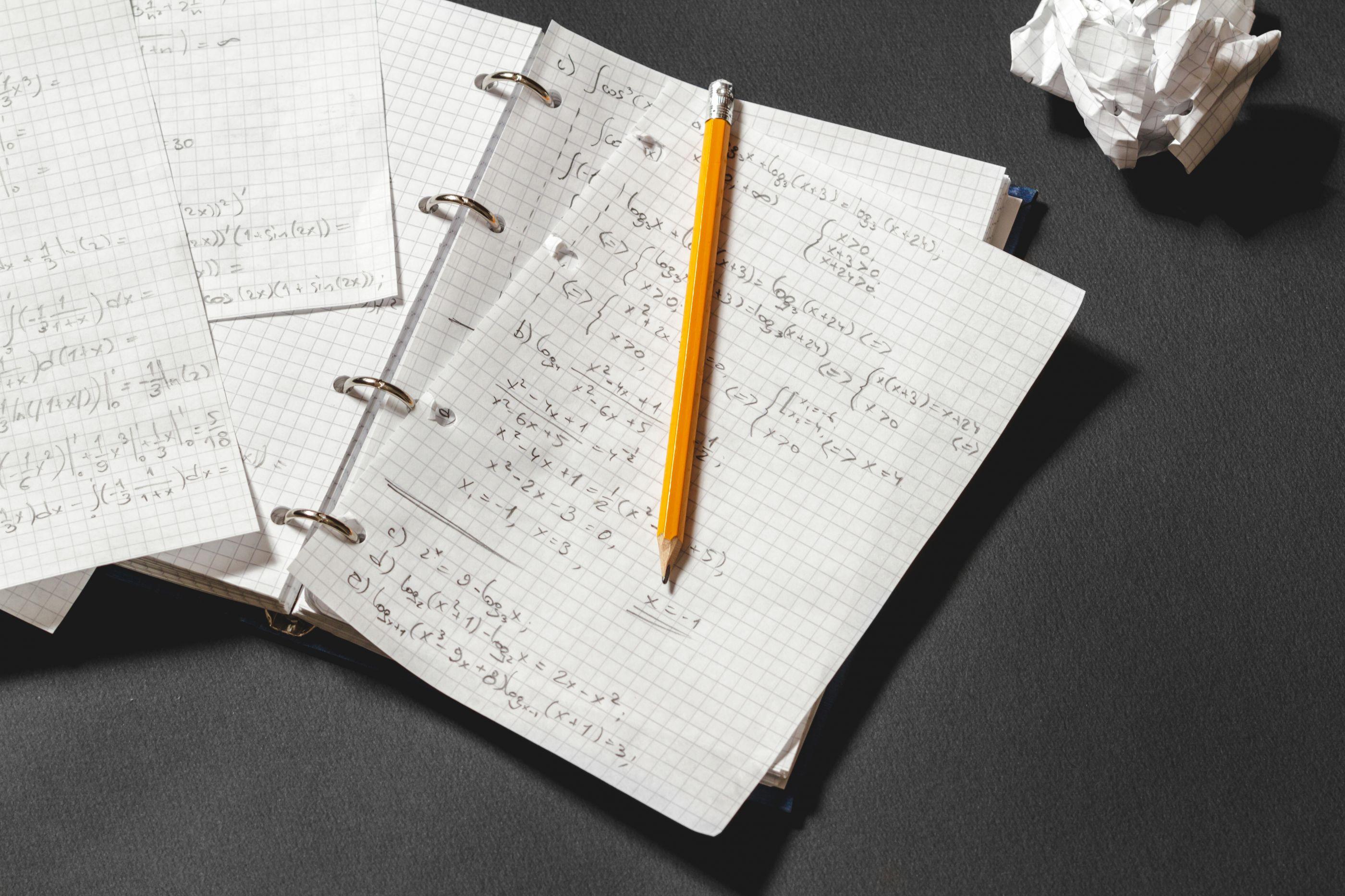 Criança liga para número de emergência para resolver problema matemático