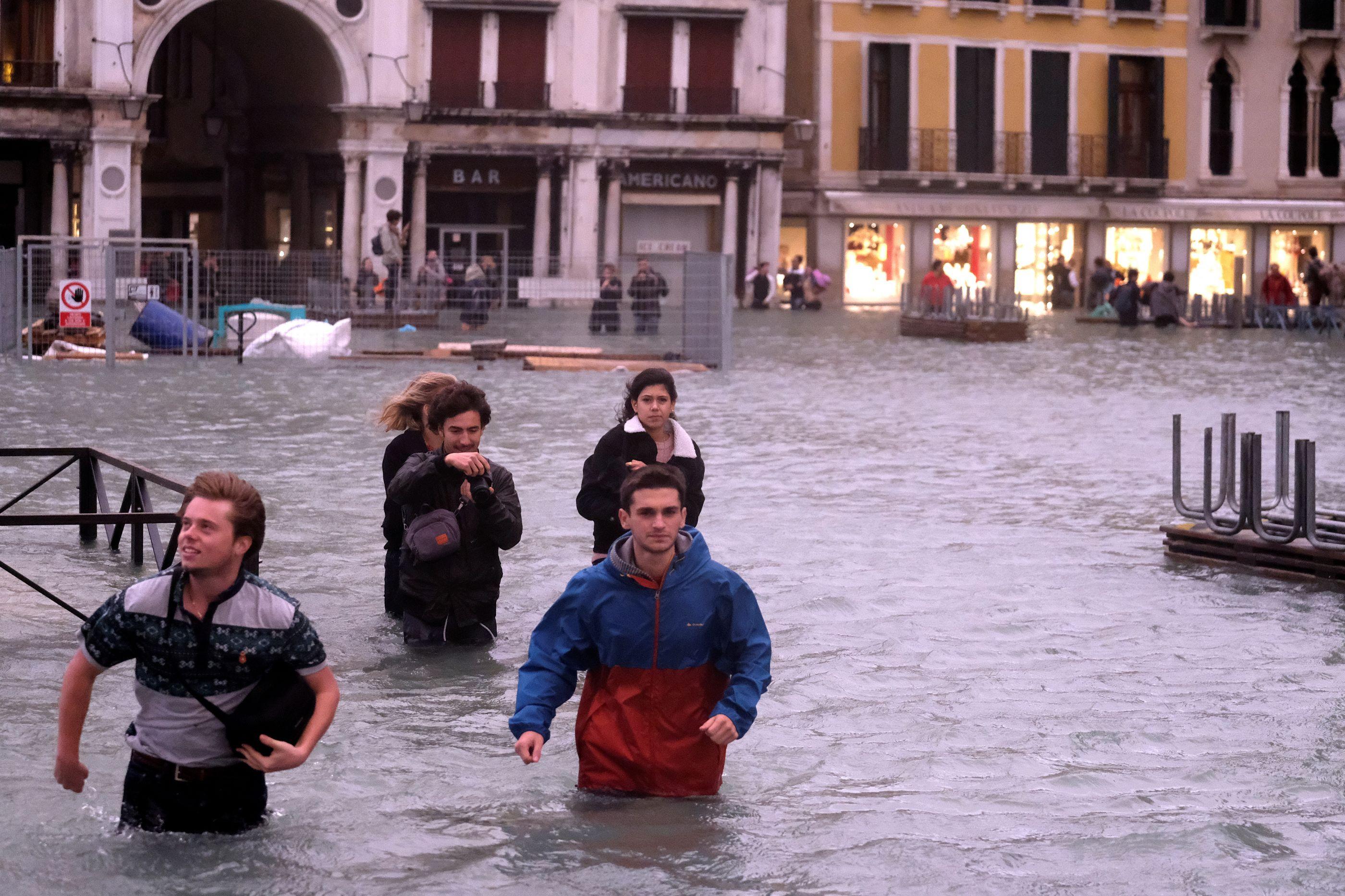 Número de mortos devido ao mau tempo em Itália sobe para seis