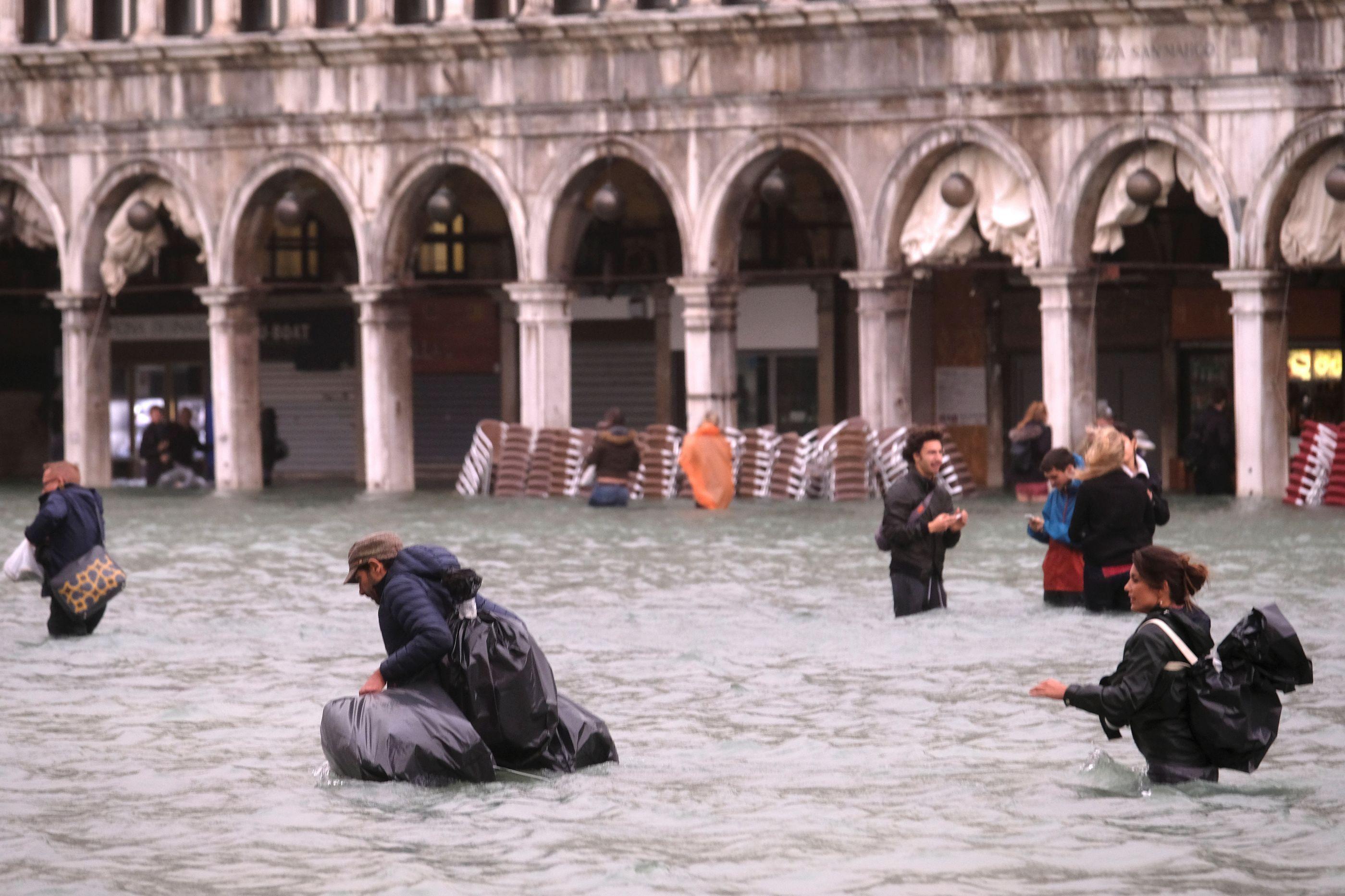 Mau tempo faz pelo menos dez mortos em Itália