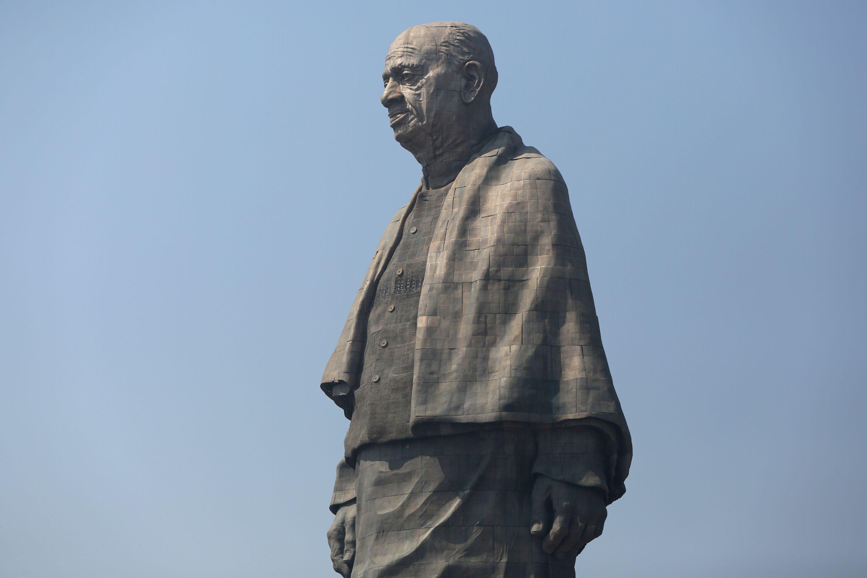 Índia inaugura maior estátua do mundo sob protestos e forte segurança