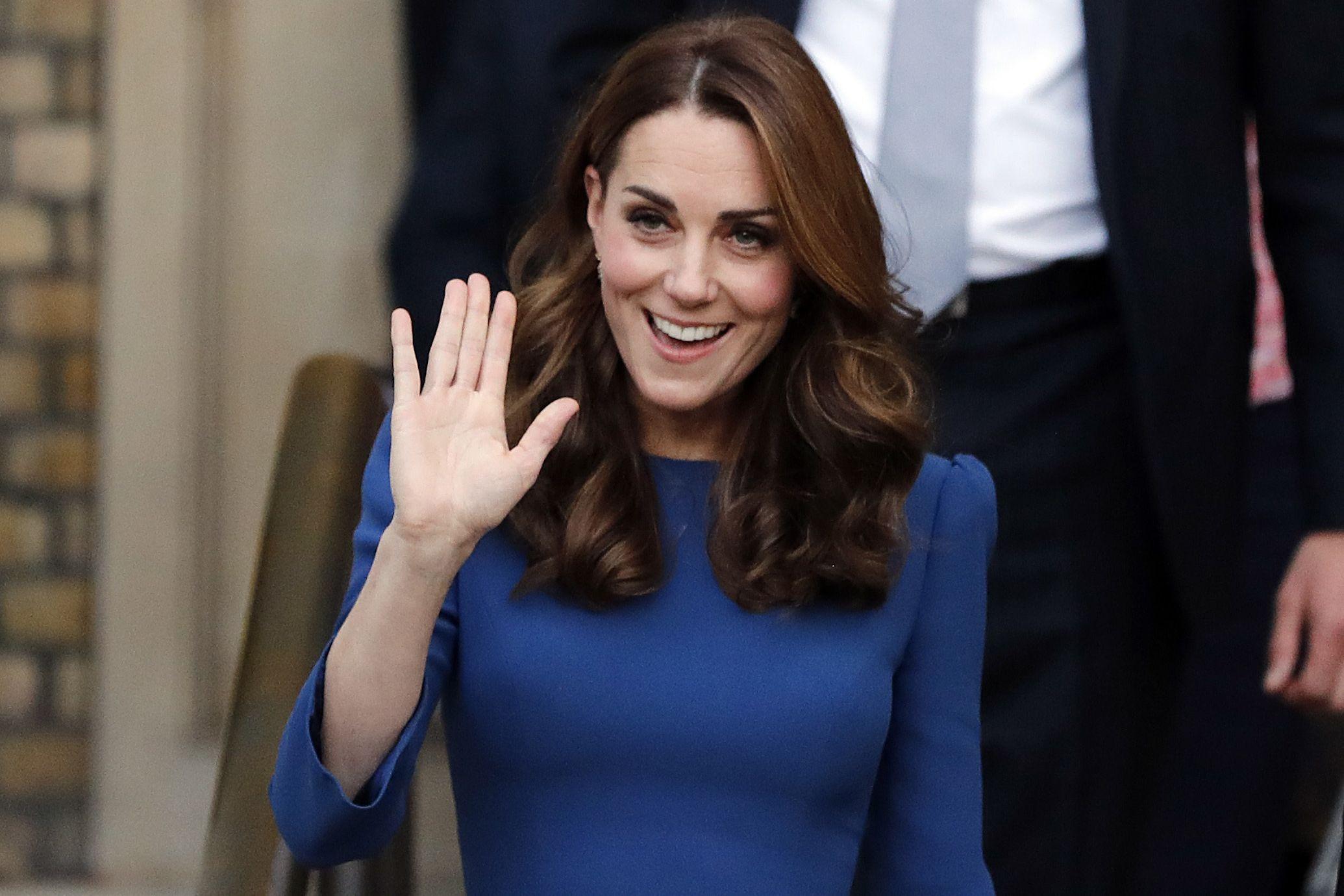 Kate Middleton impressiona com excelente forma física em vestido