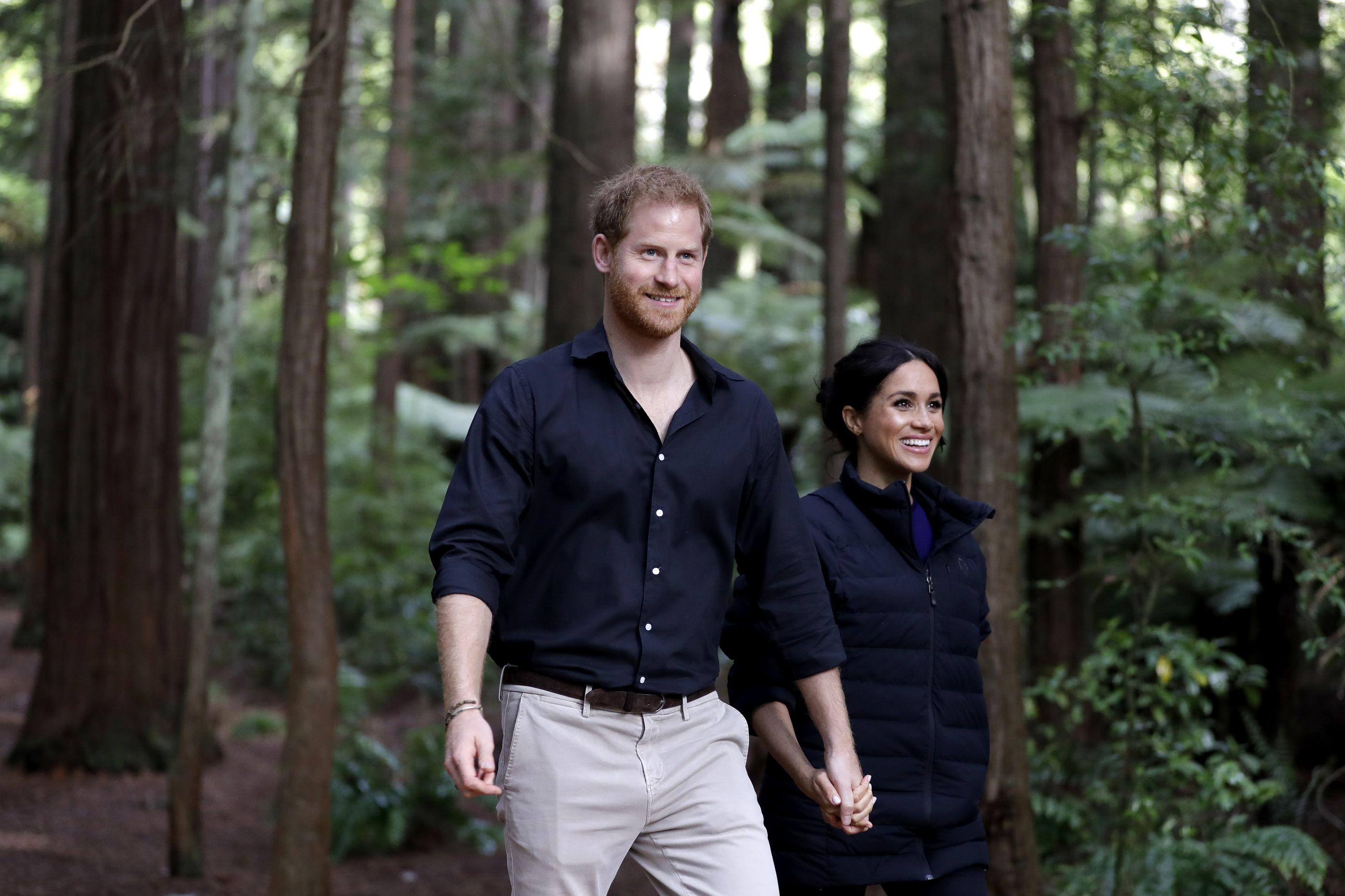 Harry e Meghan quebram protocolo, mas a rainha não se importa