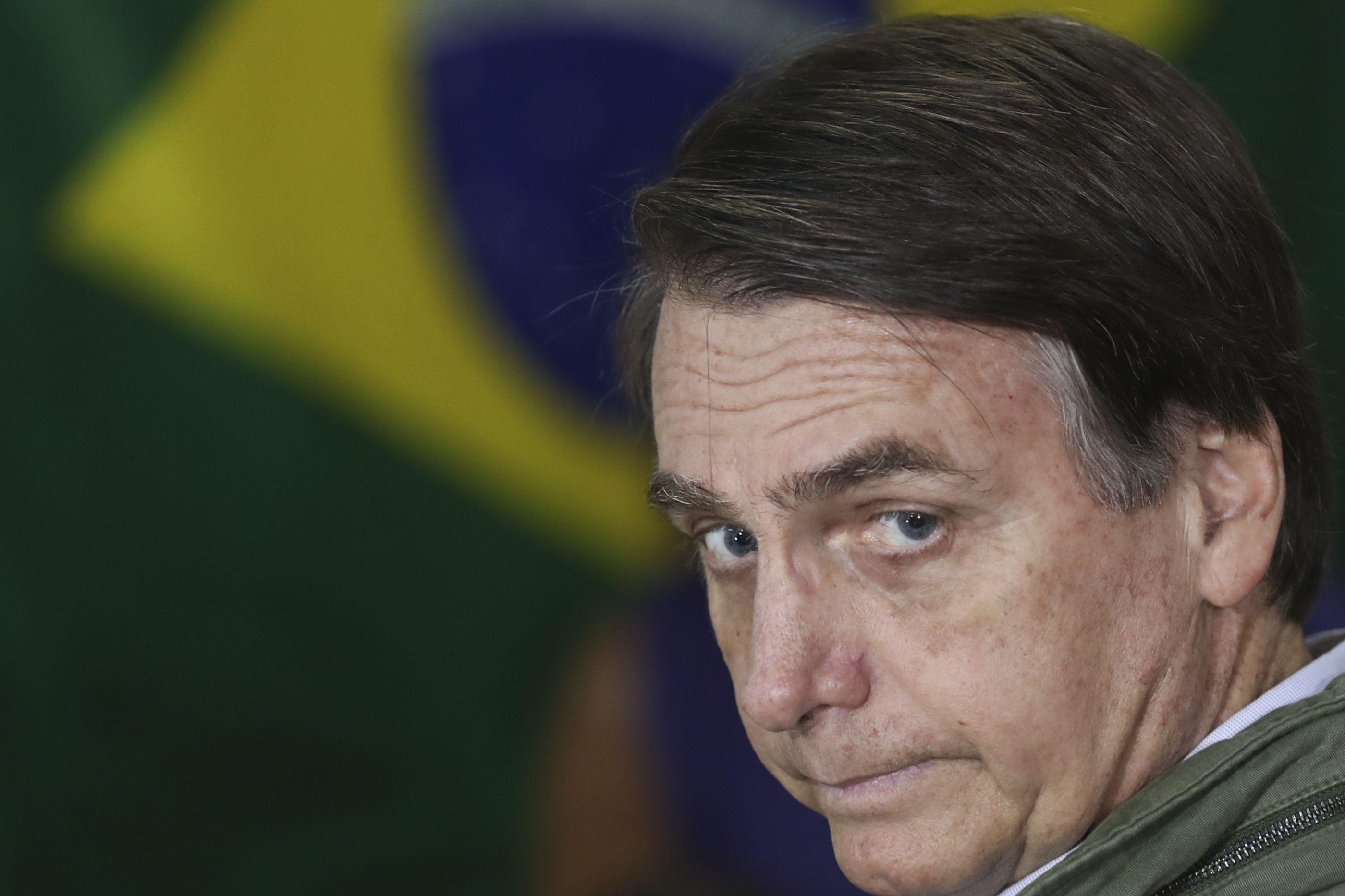 Bolsonaro pondera acabar com a Justiça do Trabalho