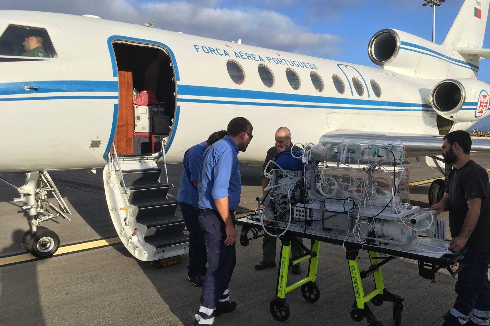 Recém-nascido prematuro transportado de urgência pela Força Aérea