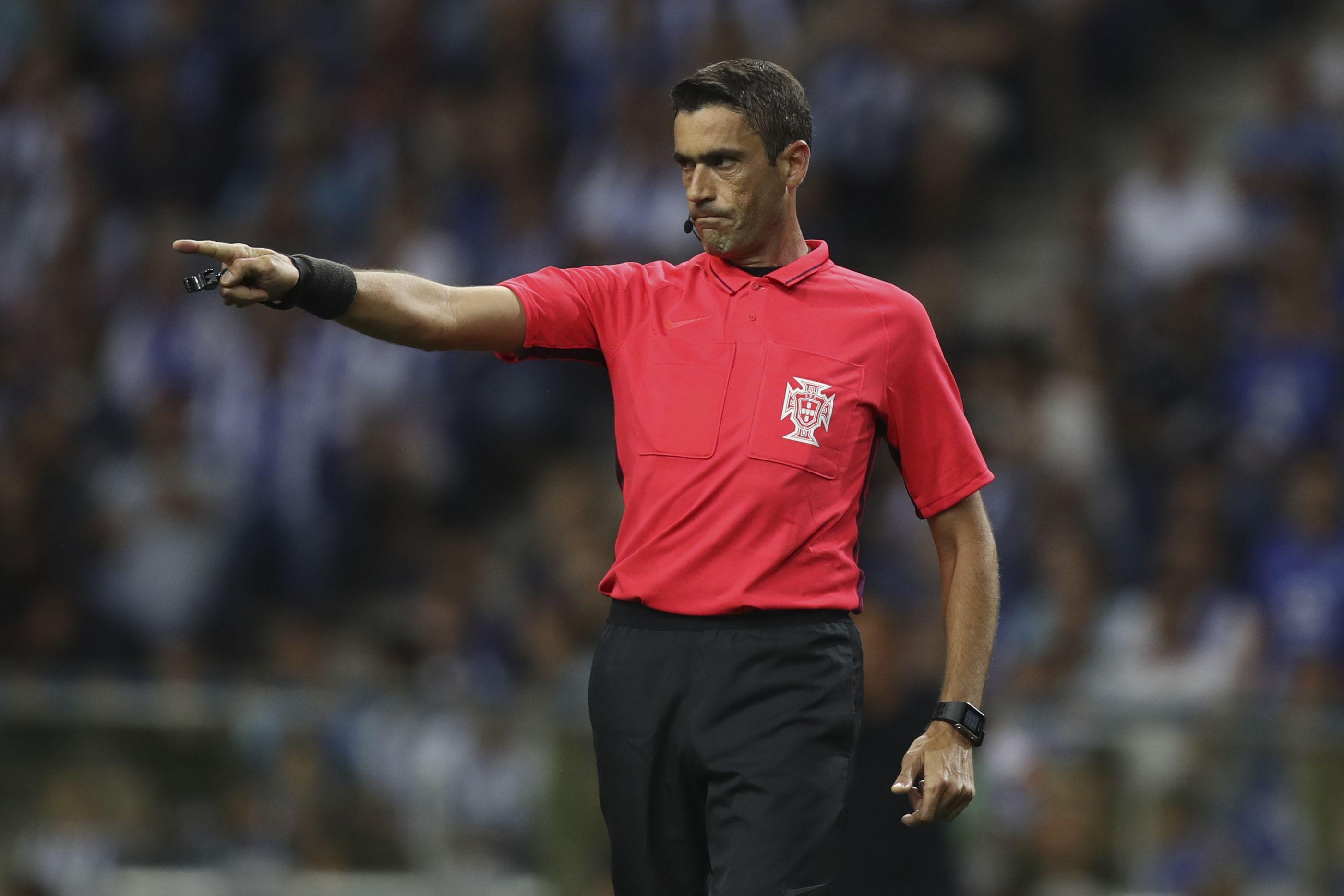 Já há árbitros para os duelos Chaves-FC Porto e Vitória SC-Benfica