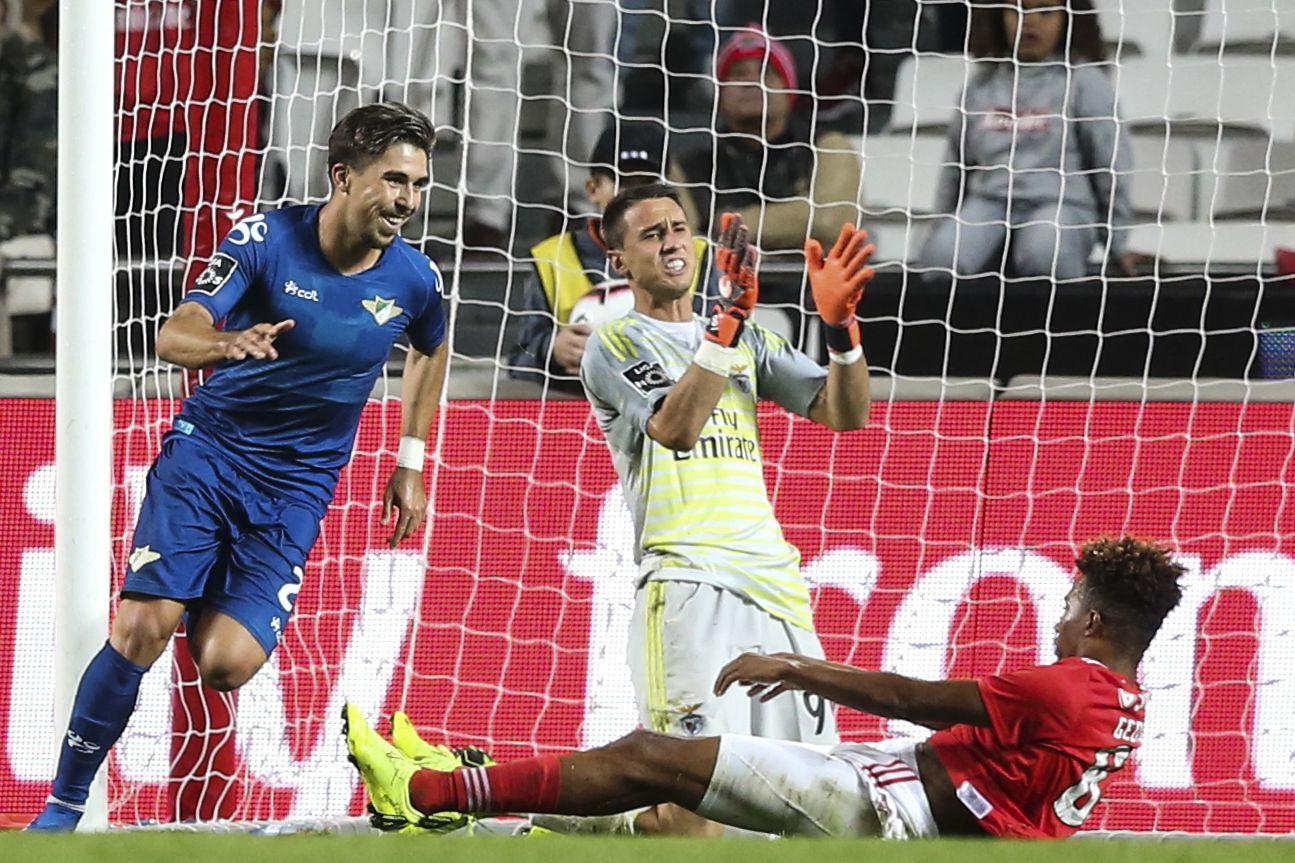 [1-3] Rui Vitória lança Salvio e Castillo para tentar a 'remontada'