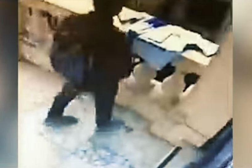 Leicester: Homem rouba camisola de homenagem às vítimas da tragédia
