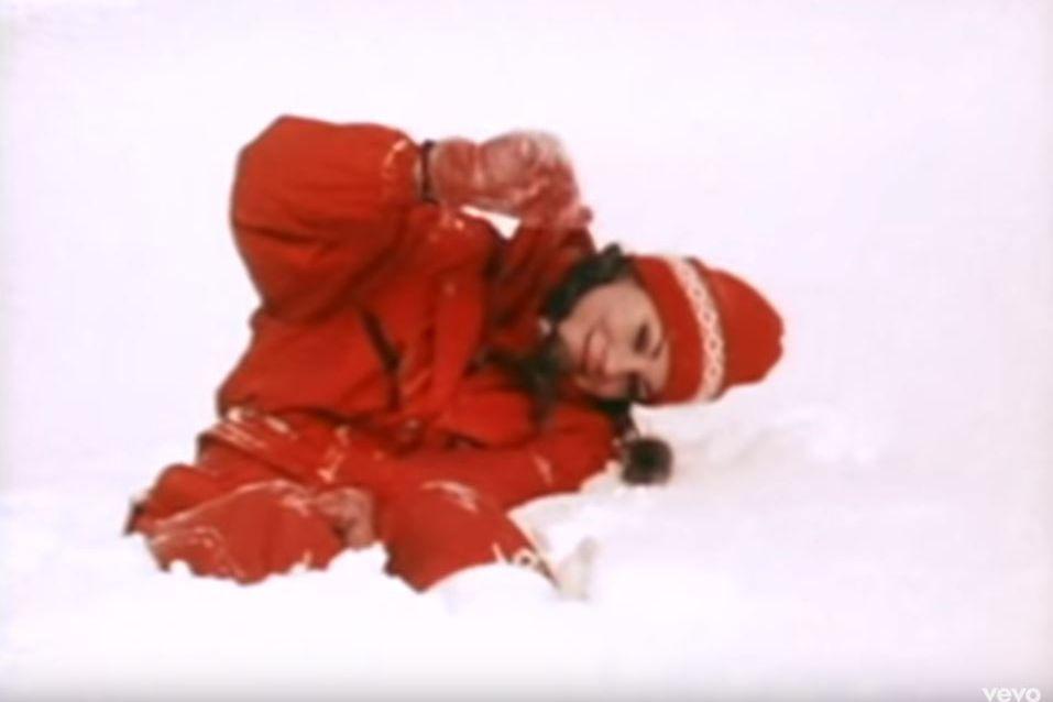 E a música de Natal de Mariah Carey (já) está de regresso